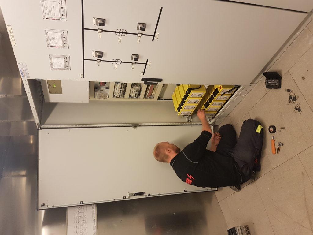 EKAB electric technician working on power bank